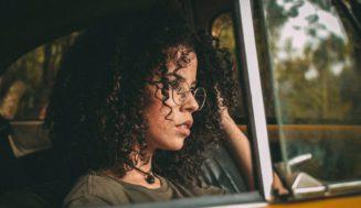 10 πράγματα που πρέπει να ξέρεις αν έχεις σγουρά μαλλιά